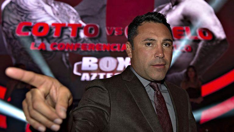 Óscar de la Hoya en una conferencia de prensa