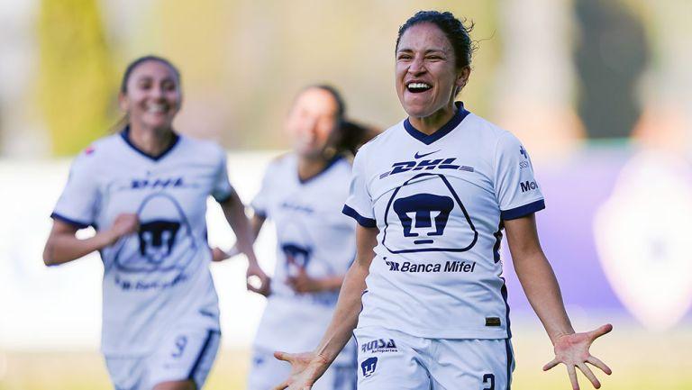 Dirce Delgado festeja un gol con los Pumas