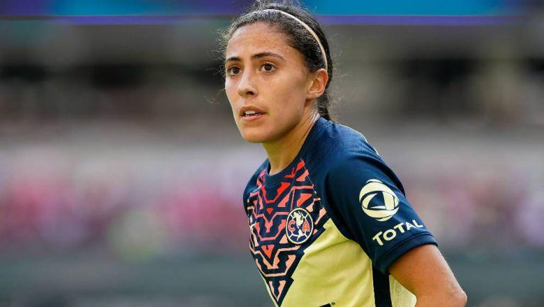 Eva González en un partido con América