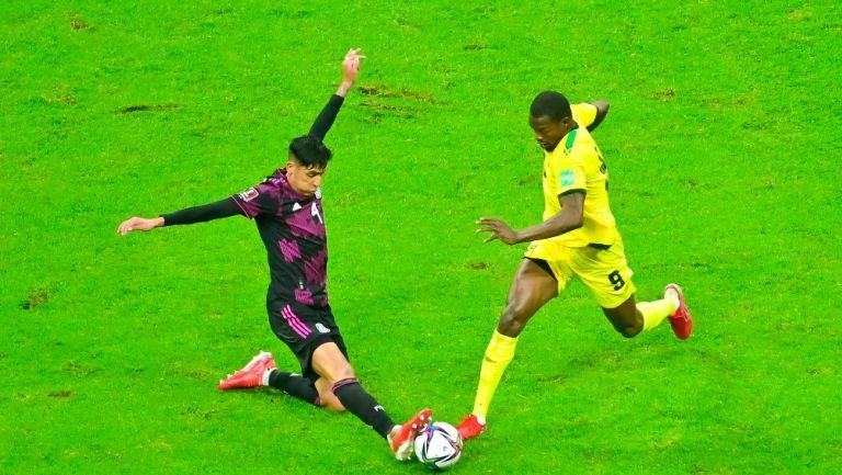 Edson Álvarez en victoria vs Jamaica