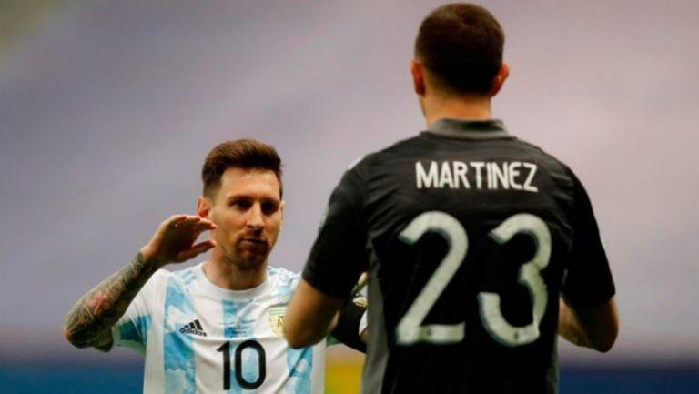 Messi felicita a Martínez