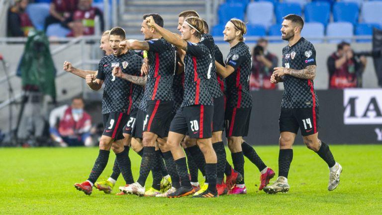 Jugadores de Croacia festejan el gol