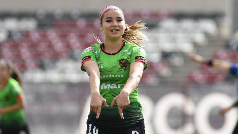 Miah Zuazua durante el festejo de un gol con Bravos