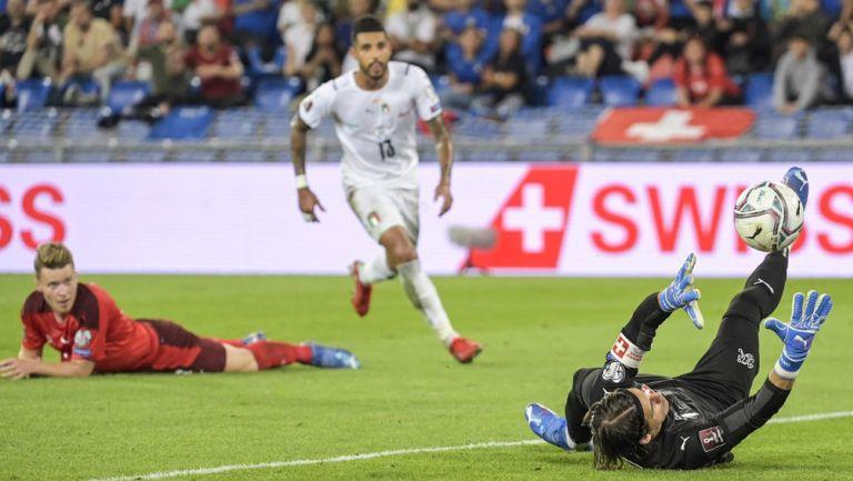 Yann Sommer en acción notable ante Italia