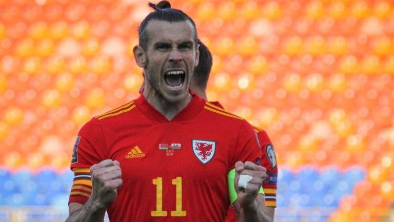 Gareth Bale en festejo con Gales
