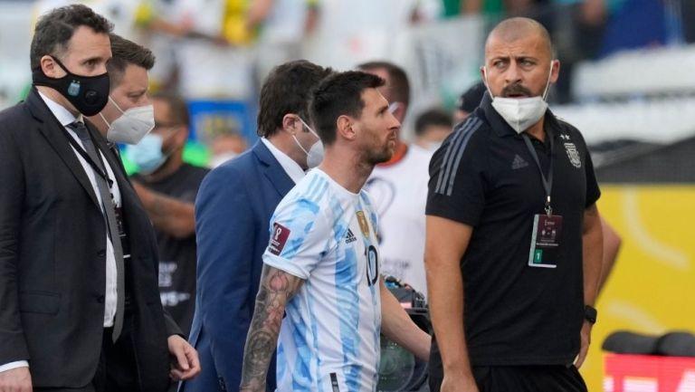 Messi se retira de la cancha