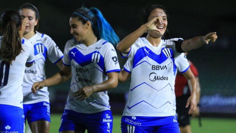Rebeca Bernal en acción con Monterrey