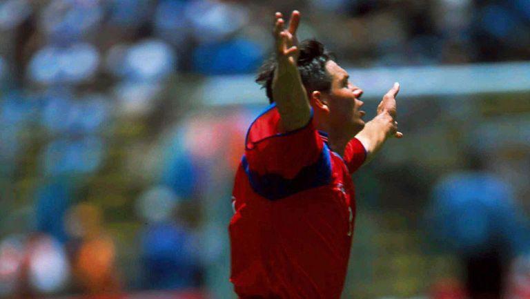 Rolando Fonseca festeja un gol con Costa Rica