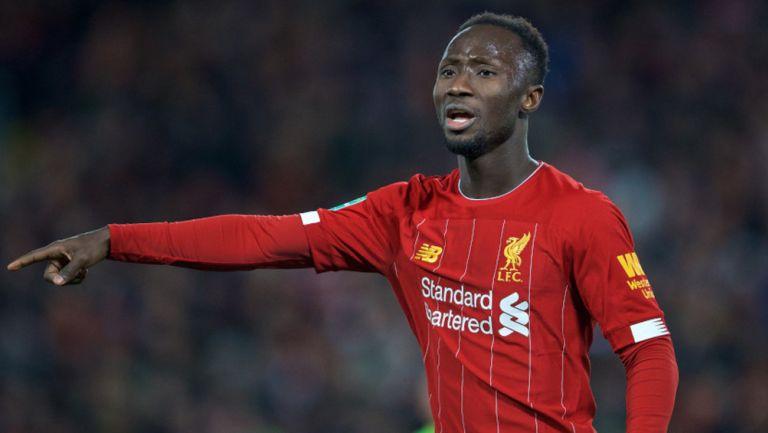Naby Keita en acción con Liverpool