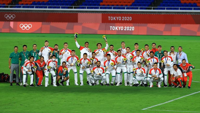 Jugadores del Tri Olímpico tras ganar el Bronce en Tokio 2020