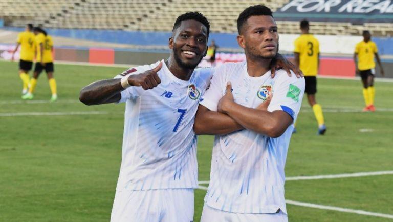 Jugadores panameños tras anotarle gol a Jamaica
