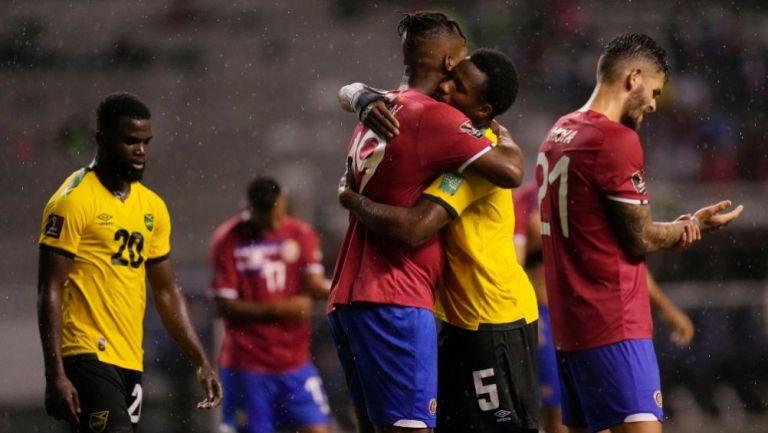 Jugadores de Costa Rica y Jamaica tras su duelo en el Octagonal Final