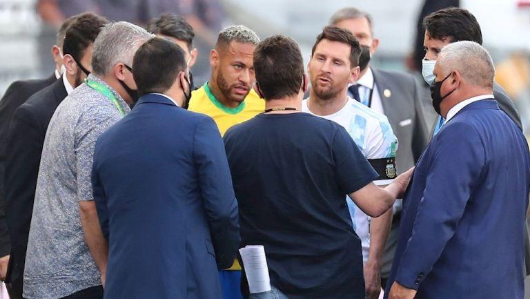 Messi y Neymar en suspensión del Brasil vs Argentina