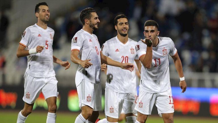 Jugadores españoles celebran gol vs Kosovo