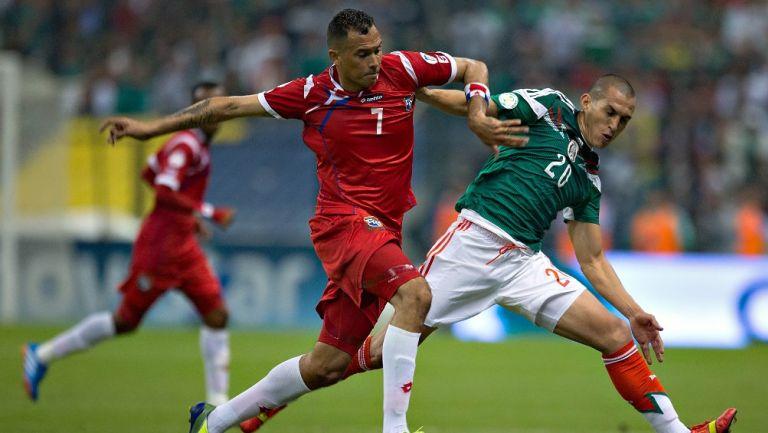Blas Pérez durante un México vs Panamá en el Azteca