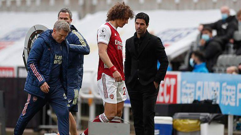 David Luiz sale de cambio en juego del Arsenal