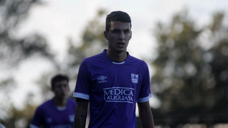 Diego Abreu durante un partido con Defensor Sporting