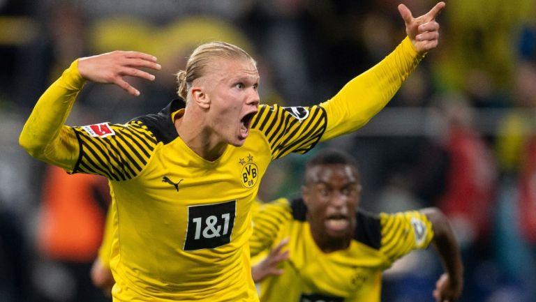 Erling Haaland reacciona durante partido con el Borussia Dortmund