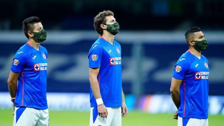 Alvarado, Giménez y Pineda previo a un partido de Cruz Azul
