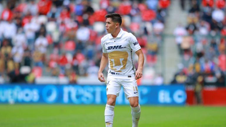 Efraín Velarde durante un partido con Pumas