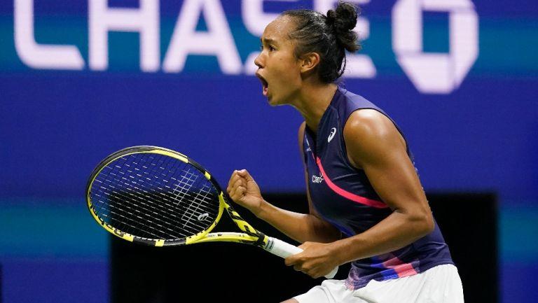 Leylah Fernández reacciona a su victoria durante partido