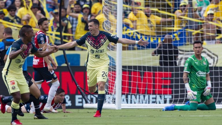 Federico Viñas celebrando un gol con América