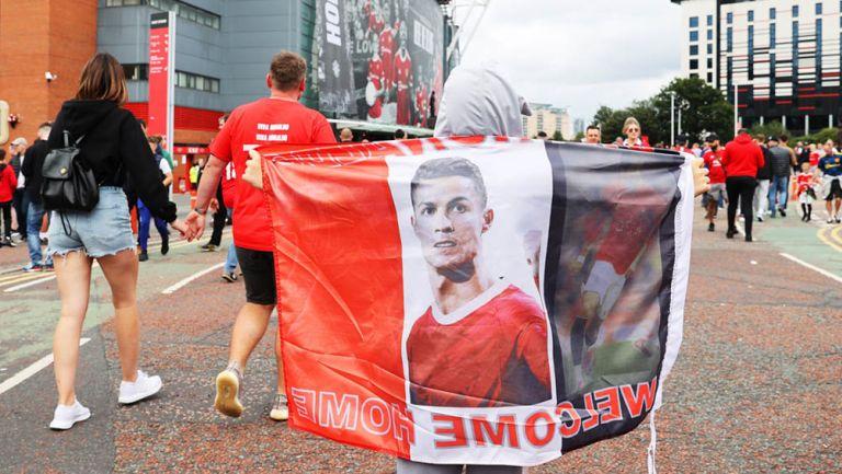 Aficionados del United a la espera del segundo debut de CR7 con los Red Devils