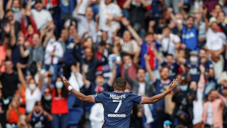 Kylian Mbappé durante un partido con el PSG