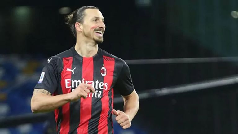 Zlatan tras celebrar un gol con el Milán