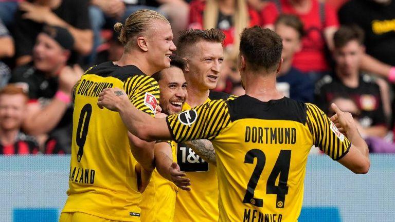 Los jugadores del Dortmund festejando un gol