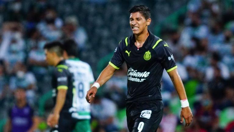 Zaldívar en un partido con Chivas