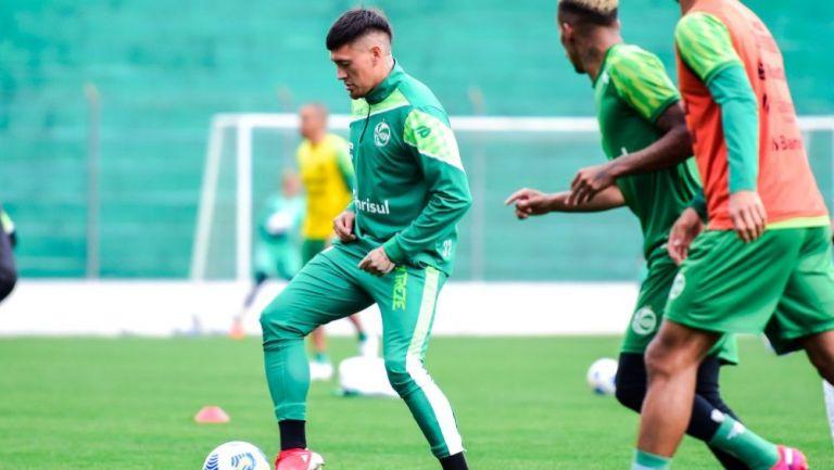 Nico Castillo en práctica con el Juventude de Brasil