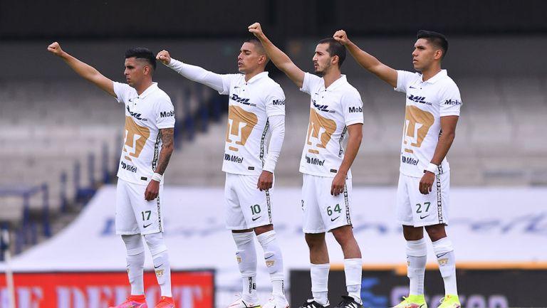 Jugadores de Pumas previo al partido vs Chivas