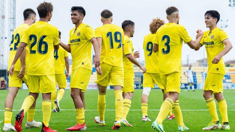 Jugadores del Villarreal felicitan a Emiliano García