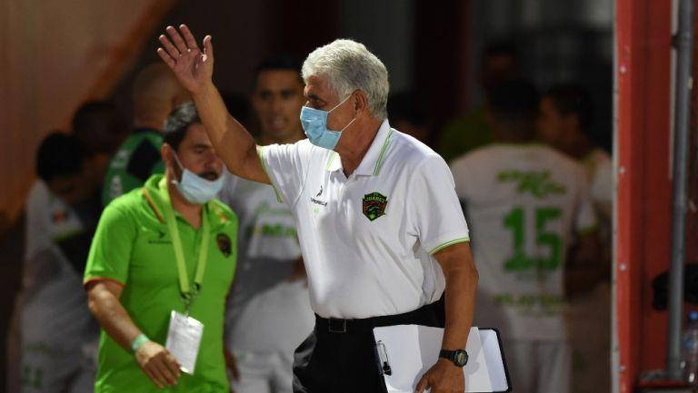 Ricardo Ferretti durante un partido con Juárez