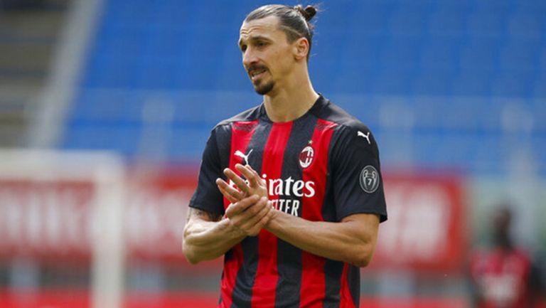 Zlatan Ibrahimovic durante un duelo con el AC Milan