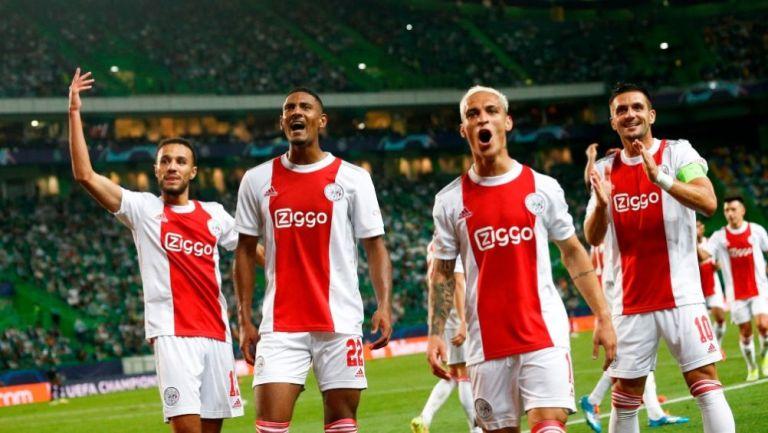 Jugadores del Ajax festejando la victoria sobre el Sporting de Lisboa