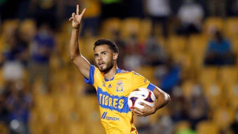 Diego Reyes festejando un gol con Tigres