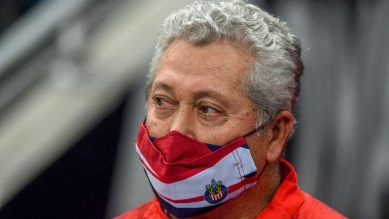 Víctor Manuel Vucetich durante partido de las Chivas