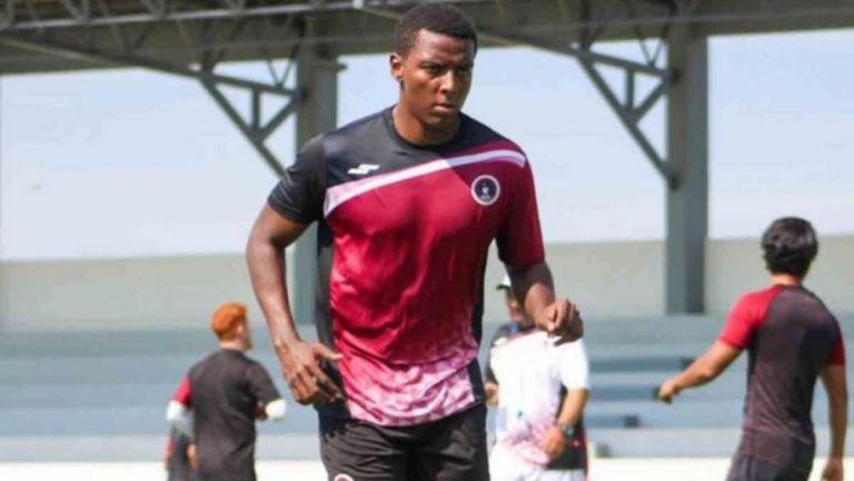 Joao Maleck en un juego de Coras FC