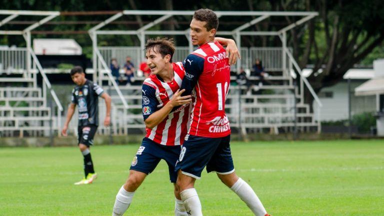 Jugadores de Chivas Sub 20 celebrando un gol