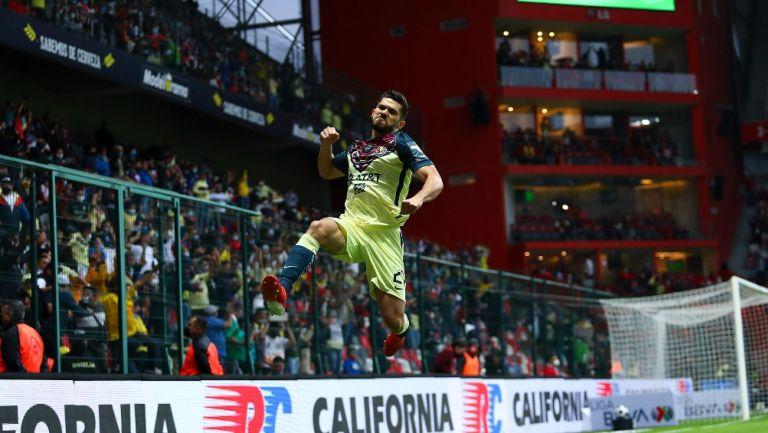 Henry Martín celebrando un gol con América