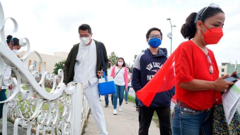 Personas transitando en Oaxaca