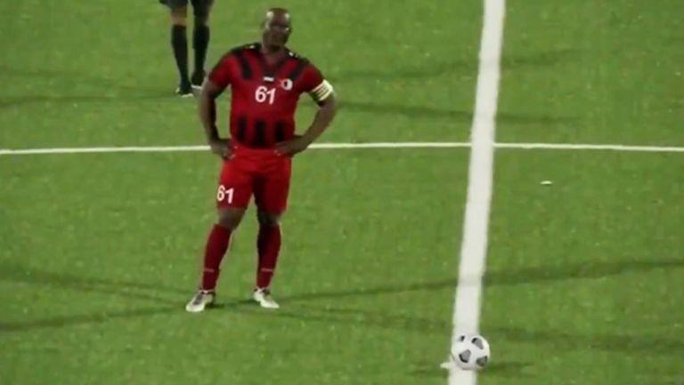 Ronnie Brunswijk previo al juego del Inter Moengotapoe