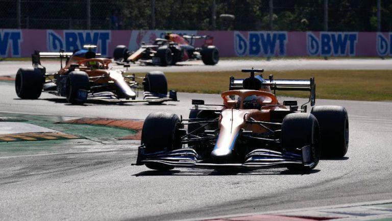 Los monoplazas de McLaren durante un GP