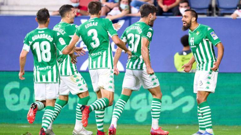 Los jugadores del Real Betis celebrando el triunfo