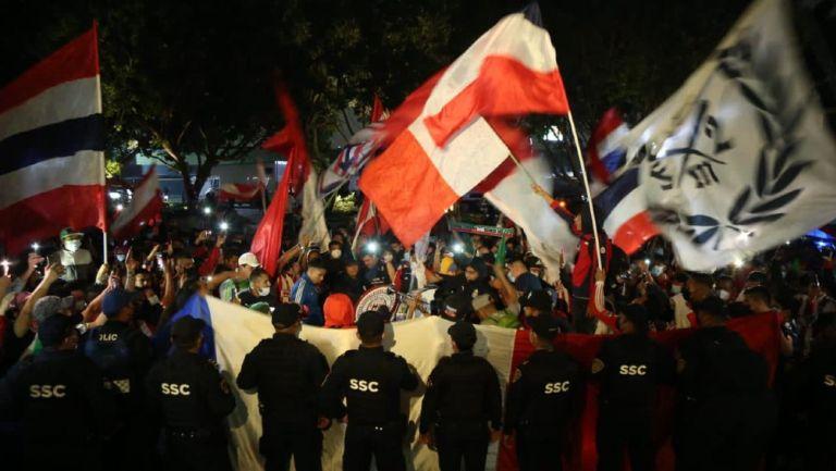 Afición de Chivas se manifestó en la Ciudad de México
