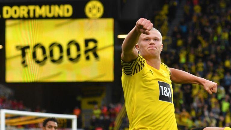 Erling Haaland celebra diana con el Borussia Dortmund
