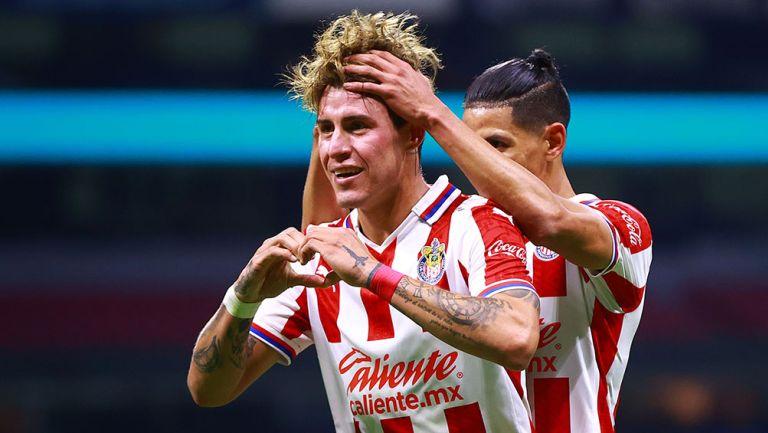 Chicote Calderón festeja un gol contra América
