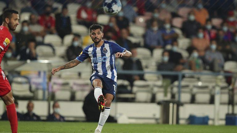 Jesús Corona en el partido con Gil Vicente